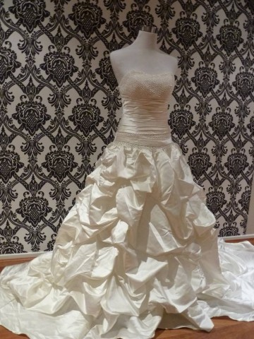 elizabeth-ruffle-wedding-dresses