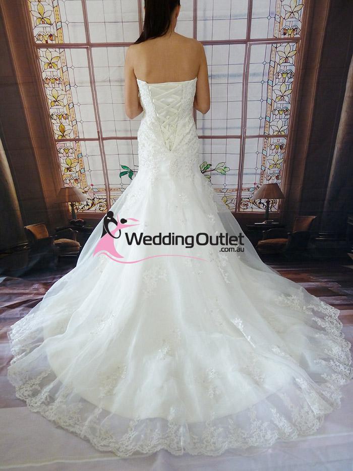 Wedding outlet wedding dresses for Vera wang wedding dresses outlet