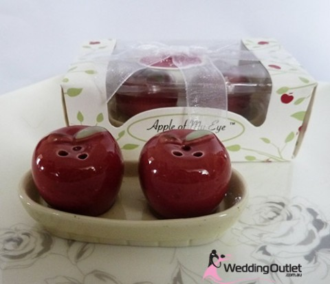 apple-salt-and-pepper-shakers-wedding-favours