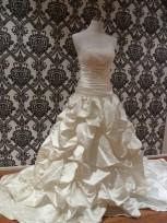 elizabeth-ruffle-wedding-dresses
